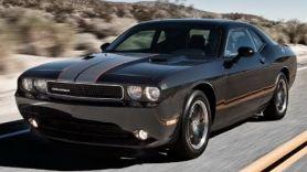 Разбили стекло Dodge Challenger