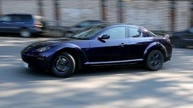 В стоке валит боком - Mazda RX8.